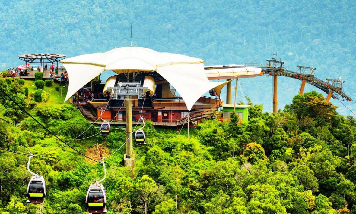 تله کابین سواری هیجان انگیز بر بلندای لنکاوی در تور مالزی
