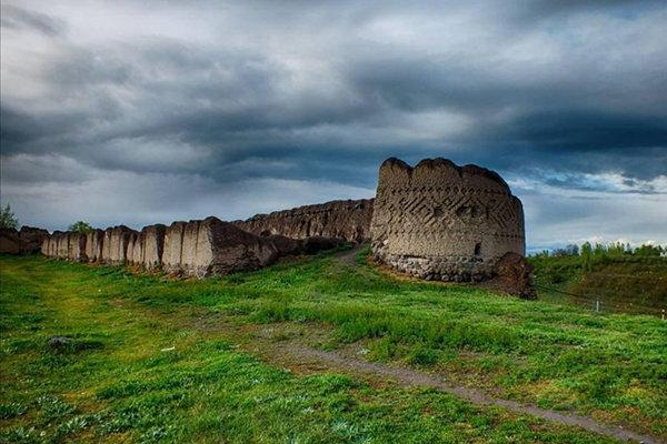 اثر کهنه قلعه مشگین شهر قابل تبدیل به پارک تاریخی است