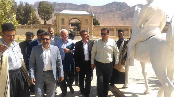 معاون حقوقی سازمان میراث فرهنگی از قلعه جونقان بازدید کرد