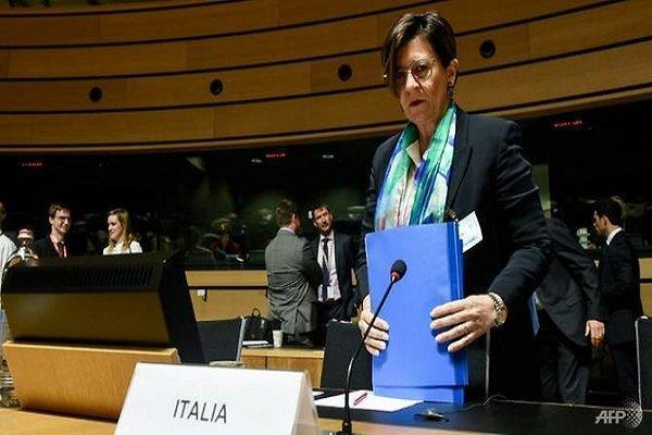 وزیر دفاع ایتالیا: فرانسه مقصر بخشی از درگیری های جاری در لیبی است