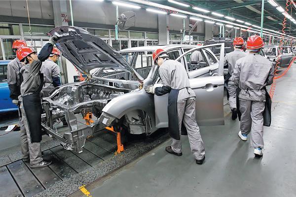 مقام آمریکایی: تعرفه بر خودرو های وارداتی از چین را به 40 درصد می رسانیم
