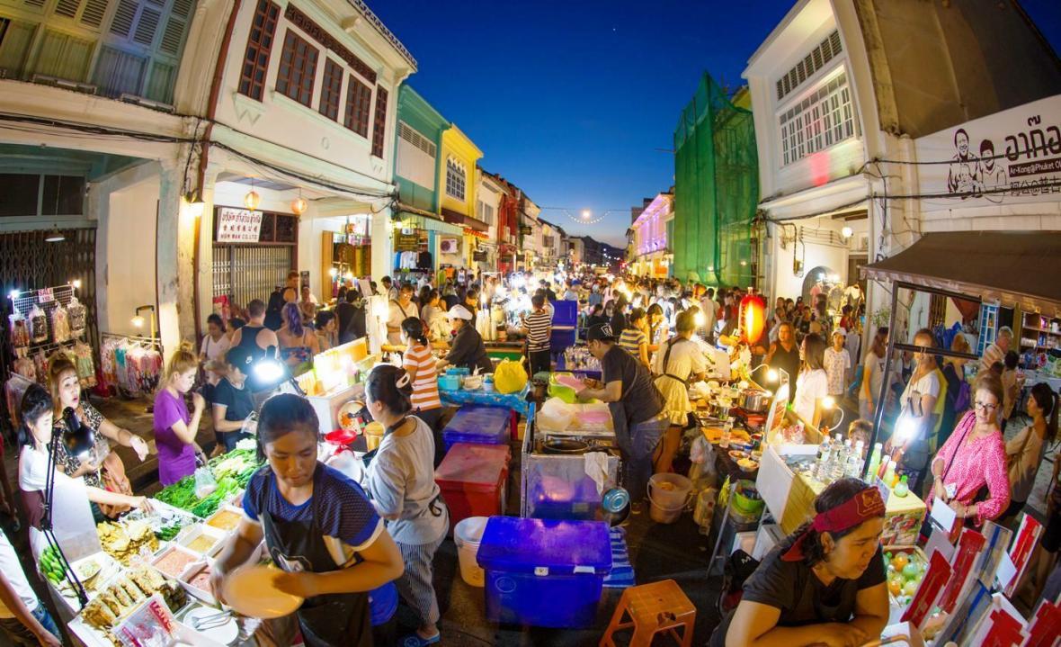 بازار واکینگ استریت پوکت (Phuket Walking Street)