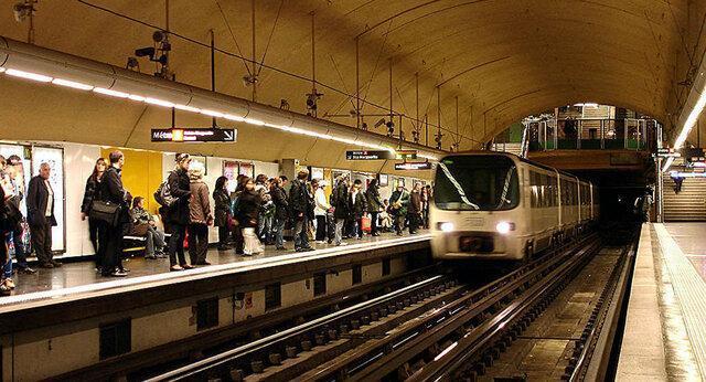 خروج قطار مترو از ریل در فرانسه