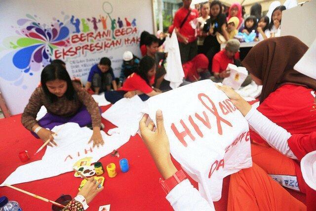 اخراج 14 دانش آموز اچ آی وی مثبت از مدرسه ای در اندونزی
