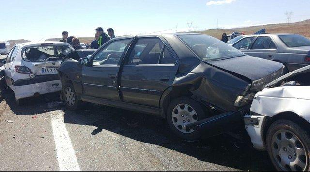 تصادف زنجیره ای 10 خودرو در محور عجب شیر - آذرشهر
