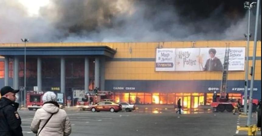 وقوع آتش سوزی مهیب در یکی از مراکز تجاری سن پترزبورگ روسیه