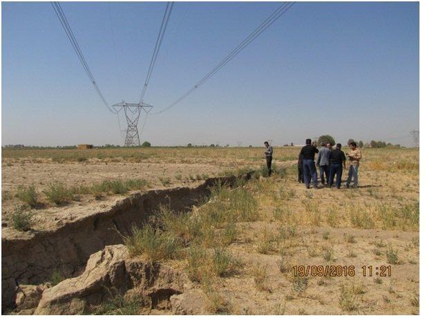 فرونشست، 3 خط توزیع برق دشت اشتهارد را تهدید می نماید، ایجاد شکاف هایی در مسیر راه آهن تهران-مشهد