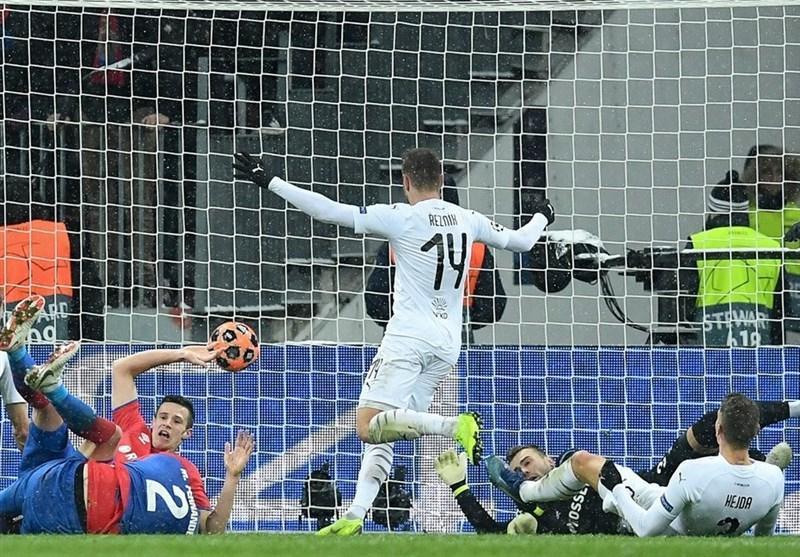 فوتبال دنیا، آژاکس به یک هشتم نهایی لیگ قهرمانان اروپا صعود کرد، ویکتوریا پلژن، رم و رئال مادرید را به دور بعد فرستاد