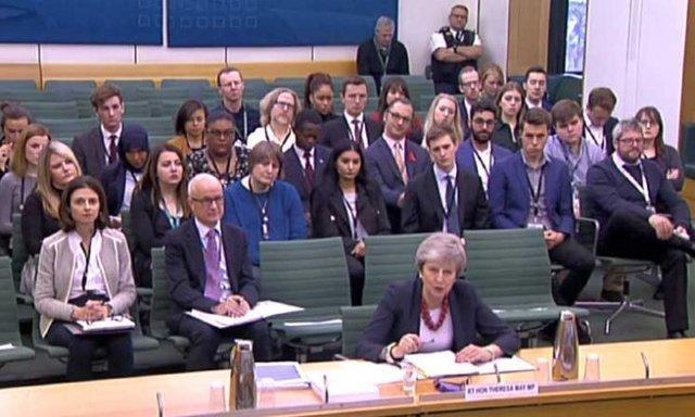 یک وزیر دیگر، خانم نخست وزیر را ترک کرد