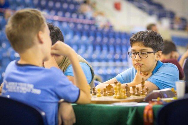 تقابل فیروزجا و کارلسن در دور هشتم شطرنج برق آسای دنیا