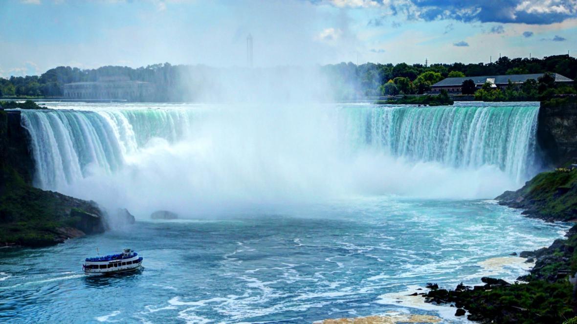 تور کانادا 18 روز (تور ونکوور 5شب+ نیاگارا 2شب+ تورنتو 5شب+ مونترال 4شب)