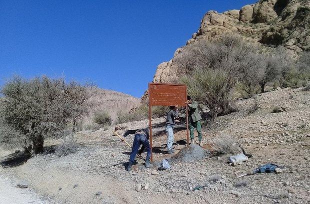 نصب تابلوهای راهنمای گردشگری در مناطق حفاظت شده کرمانشاه
