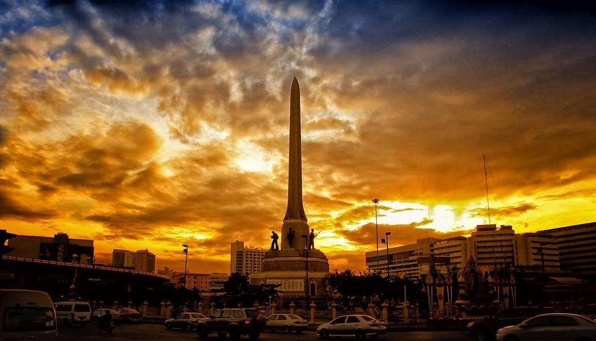 بنای یاد بود ملی در بانکوک تایلند