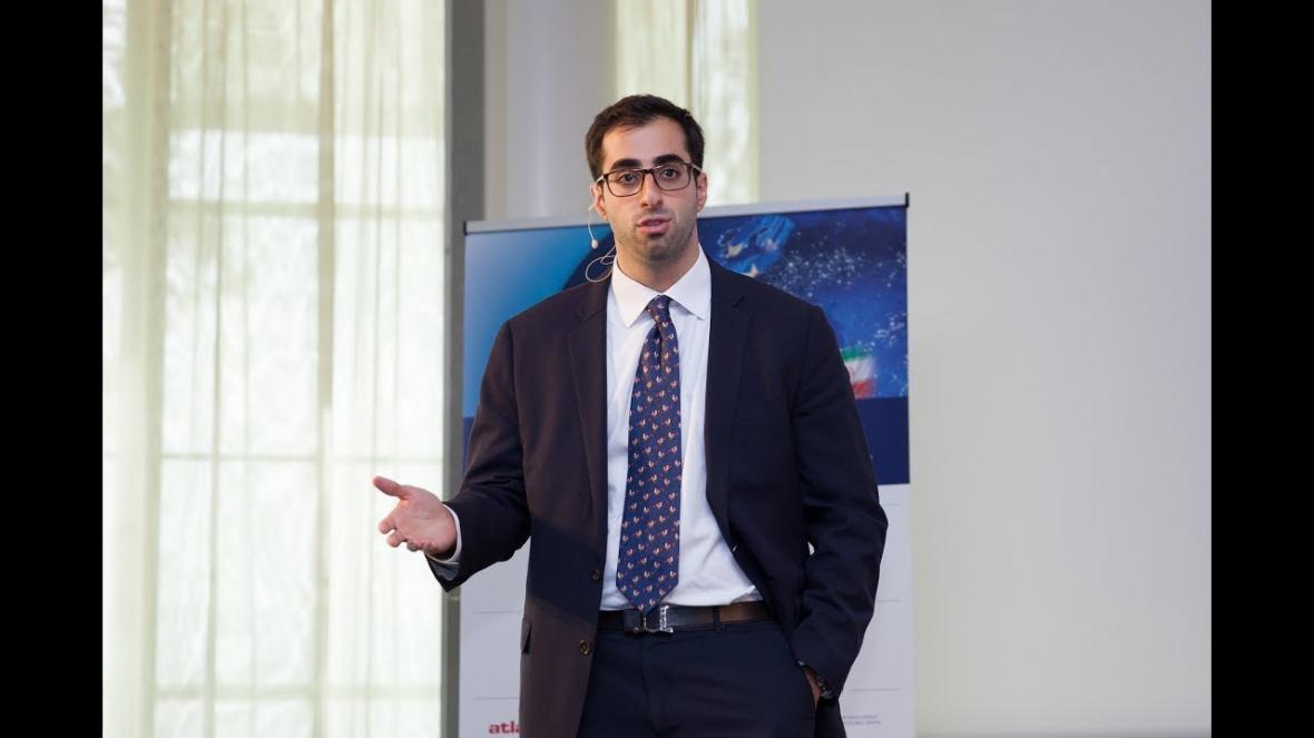 لابی ایرانی الاصل ها برای قربانی کردن ایران پای ترامپ ، جاسوس تا دیپلمات انگلیسی زیر یک بیرق!