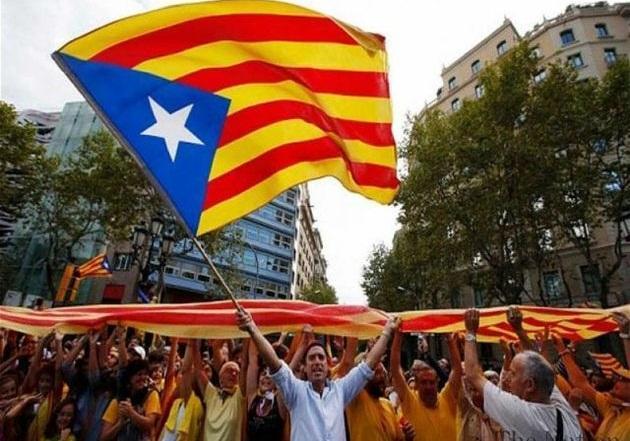 معترضان کاتالونیا بزرگراه ارتباطی اسپانیا به فرانسه را مسدود کردند
