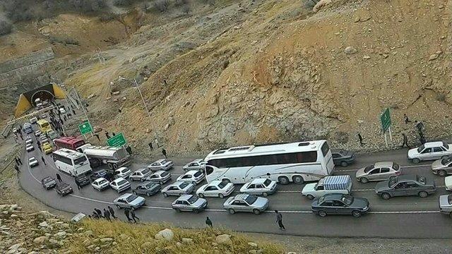 محور ایلام-مهران دو طرفه شد ، تردد پرحجم در جاده های منتهی به پایانه های مرزی