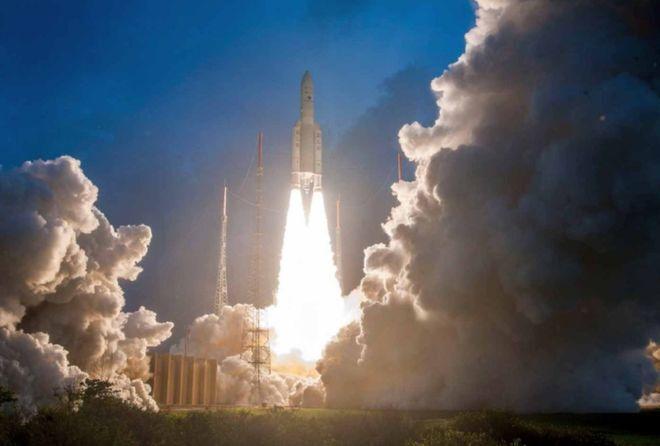 هند، موشکی حامل 14 ماهواره به فضا پرتاب کرد