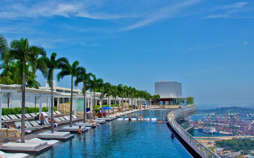استخر بی انتهای هتل Marina Bay Sands سنگاپور