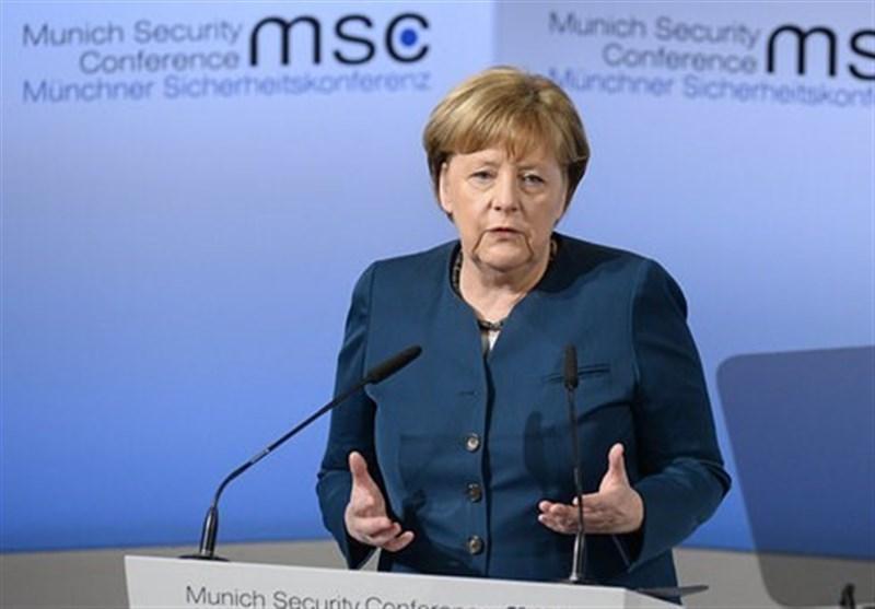 مرکل: اروپا باید درباره سرانجام رهبری آمریکا بر جهان تأمل کند