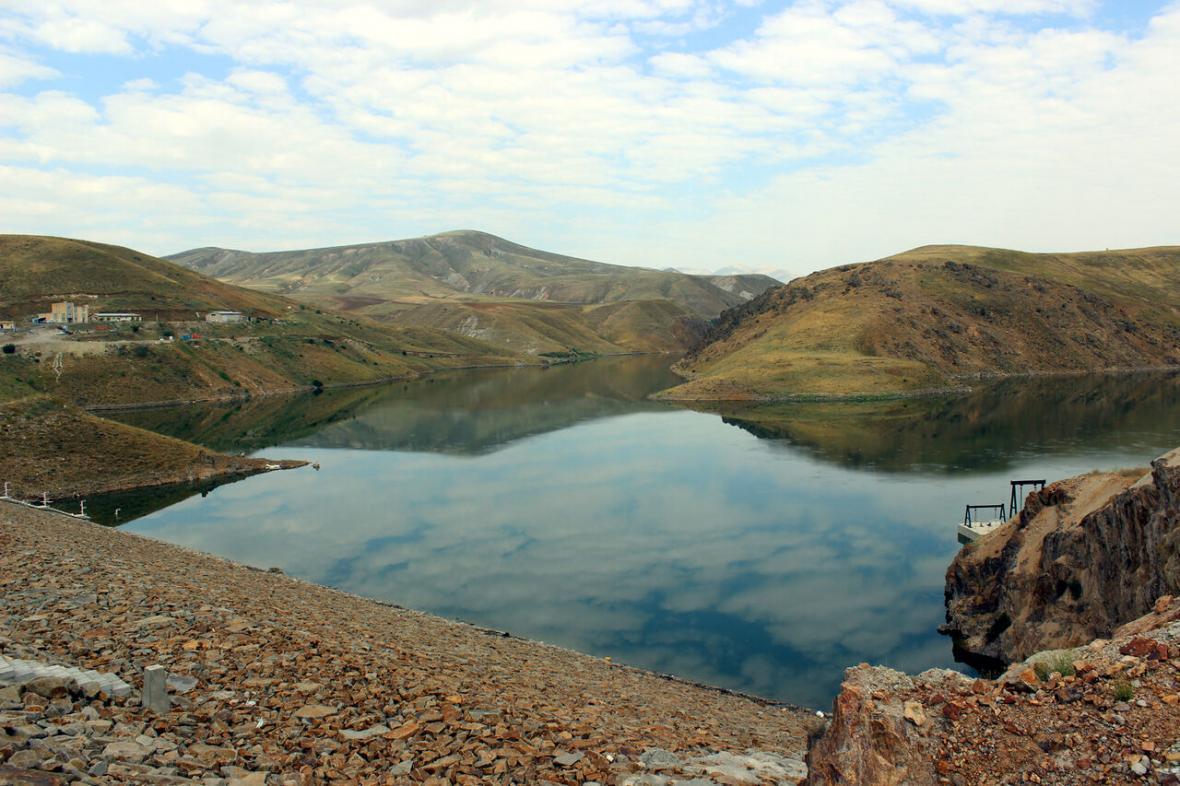 خبرنگاران آب 1100 هکتار اراضی کشاورزی از سد کلقان بستان آباد تامین می گردد
