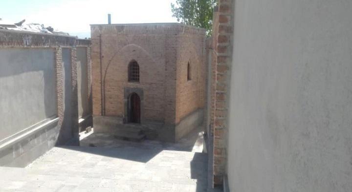 خاتمه بازسازی و سامان دهی مقبره تاریخی شیخ حسین علویق ورزقان