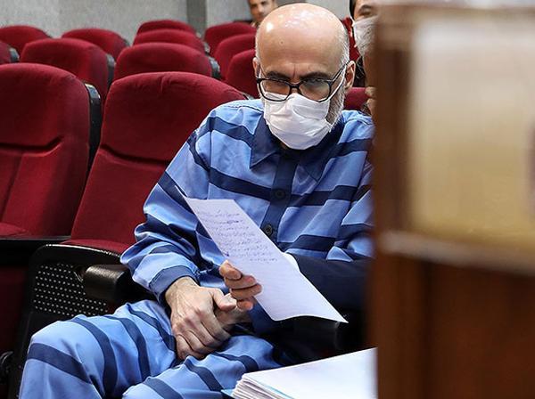 وکیل طبری: اتهامات موکلم با ایرادات جدی روبروست، درخواست فرجام خواهی دادیم