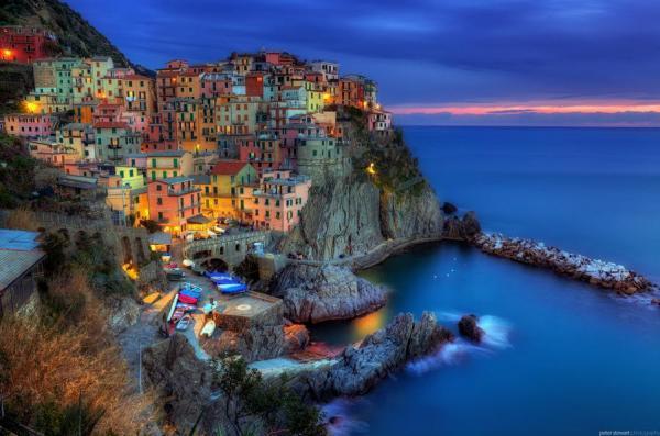 شهر مانارولا لیگورا ایتالیا دهکده عمودی و رنگارنگ