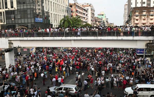 میانمار؛ بزرگترین تظاهرات خیابانی در 14 سال اخیر، قطع فیسبوک، اینستاگرام و توییتر، ادامه بازداشت رهبران
