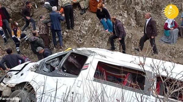 (تصاویر) سقوط مینی بوس دانش آموزان ترکیه به دره