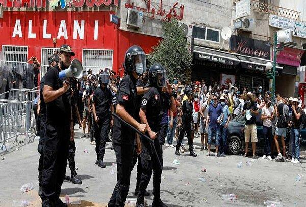 برگزاری تظاهرات از سوی حامیان و موافقان قیس سعید در مرکز تونس