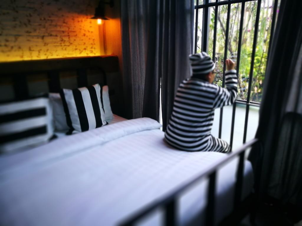 زندانی شدن در هتل سوک استیشن بانکوک